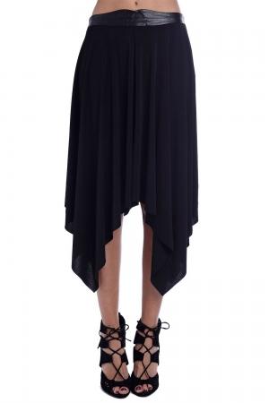 Falda negra de crepé ligero