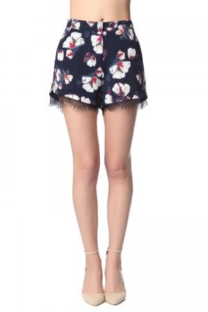 Pantalones cortos azul marino con estampado de flores y detalle encaje