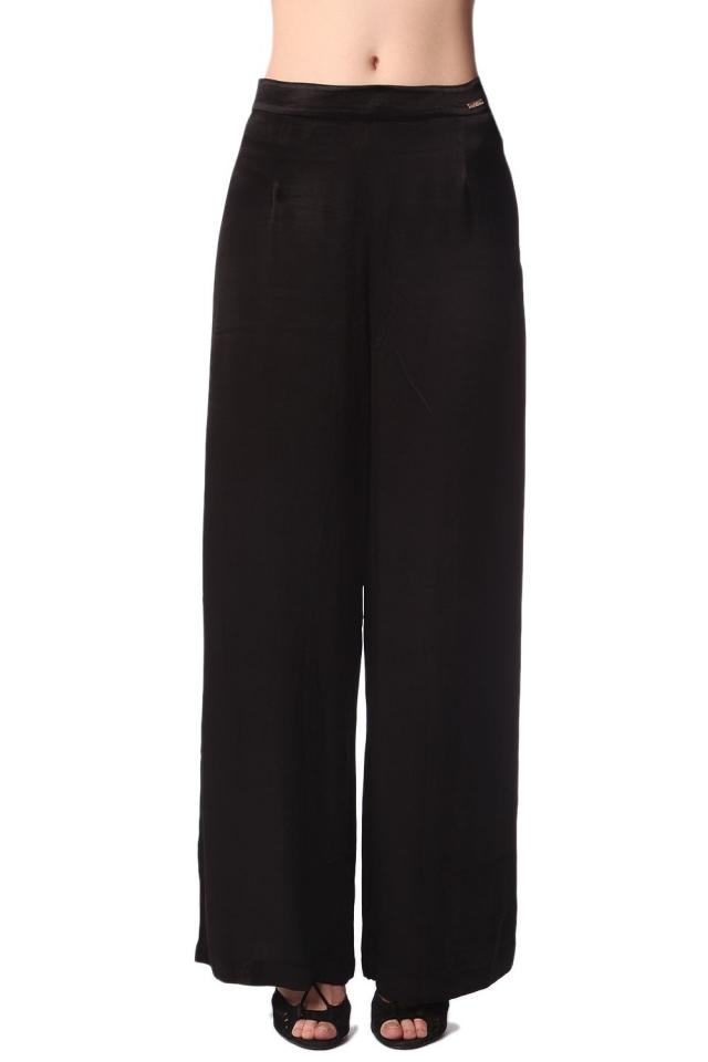 Pantalones de pernera ancha en raso brillo negro