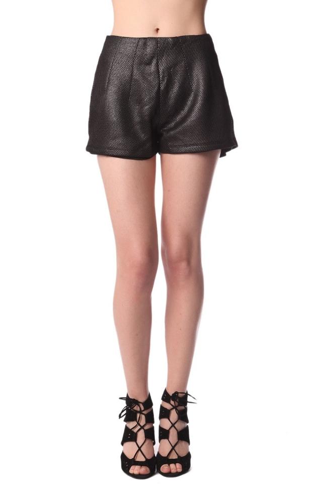 Pantalones cortos negros con textura metalizada