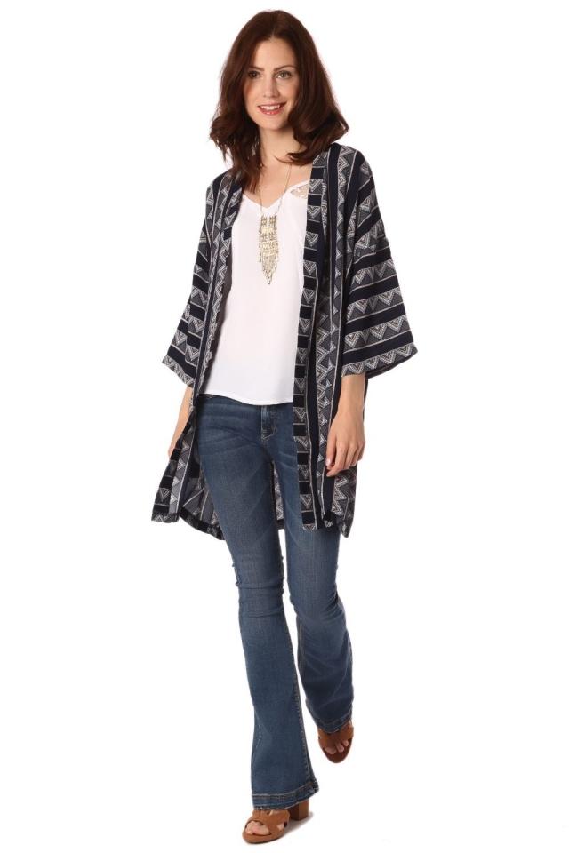 Kimono con diseño tribal azul marino y mangas francesas