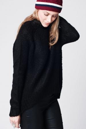 suéter largo negro de punto con diseño asimétrico con cuello alto