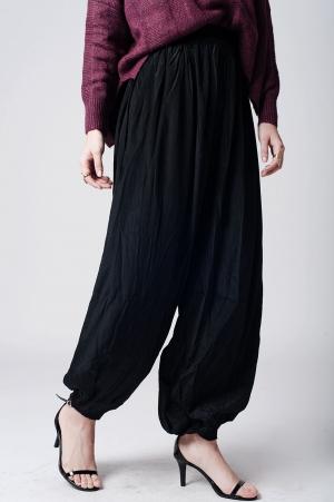 Pantalon negro holgado con la cintura elastica