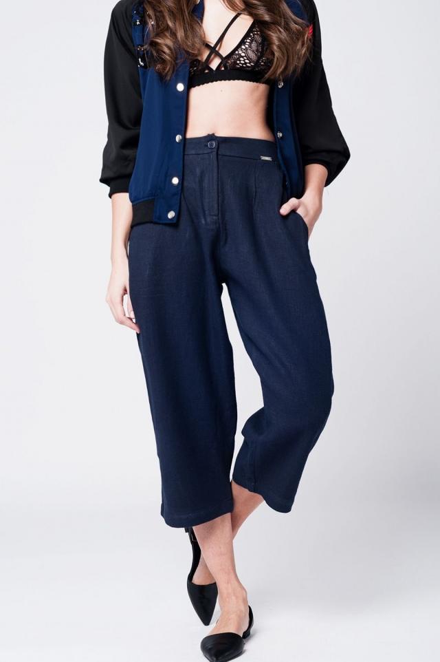 Pantalon a media pierna de lino navy con detalle de pinzas