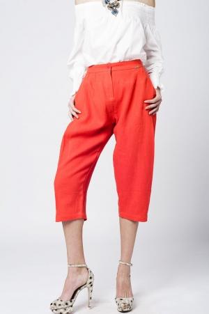 Pantalon a media pierna de lino naranaja con detalle de pinzas