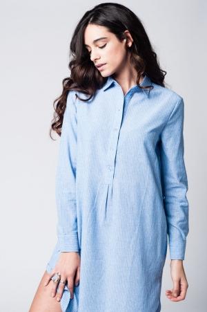 Vestido camisero a rayas azules con detalle de lazo en la cintura