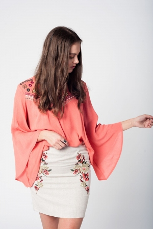 Blusa coral con bordado