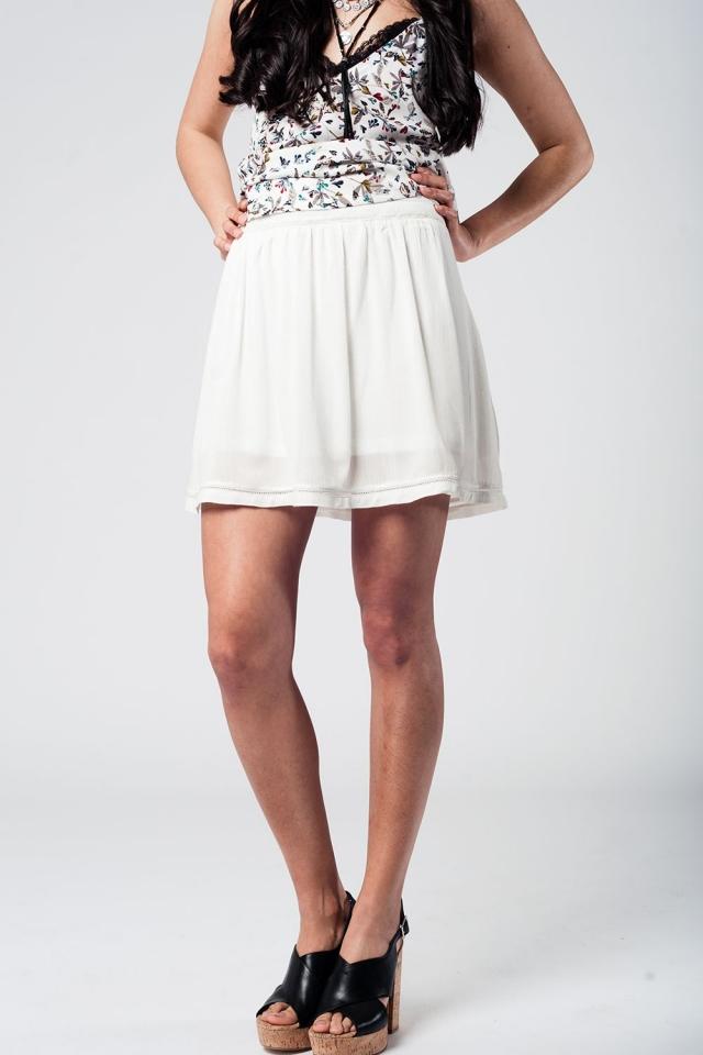 Falda corta blanca con bordado azteca