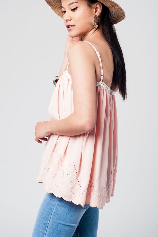 Top rosa con detalle de crochet en blanco