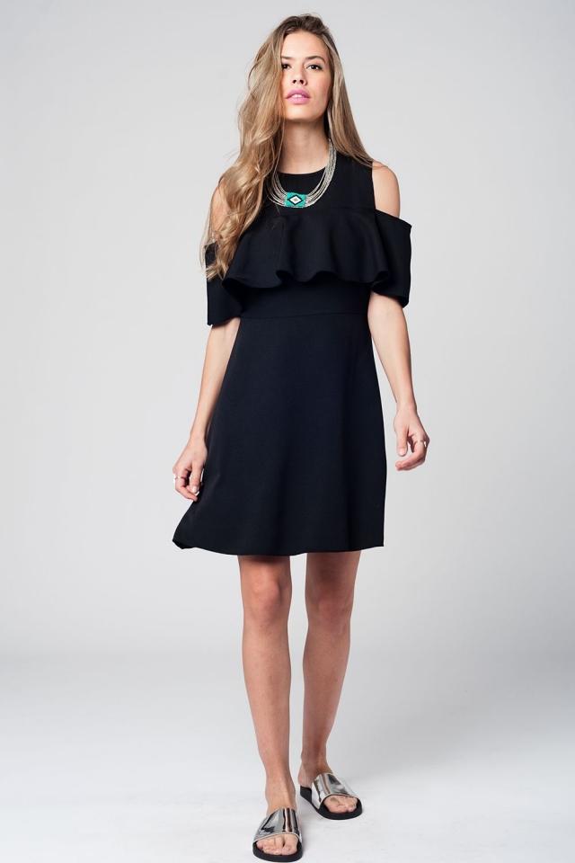 Vestido negro midi con detalle de volante y hombros al descubierto