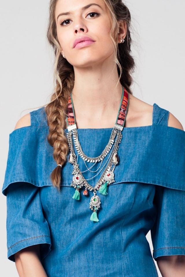 Collar plata con varias cadenas y tira multicolor con detalles de flecos y cuentas