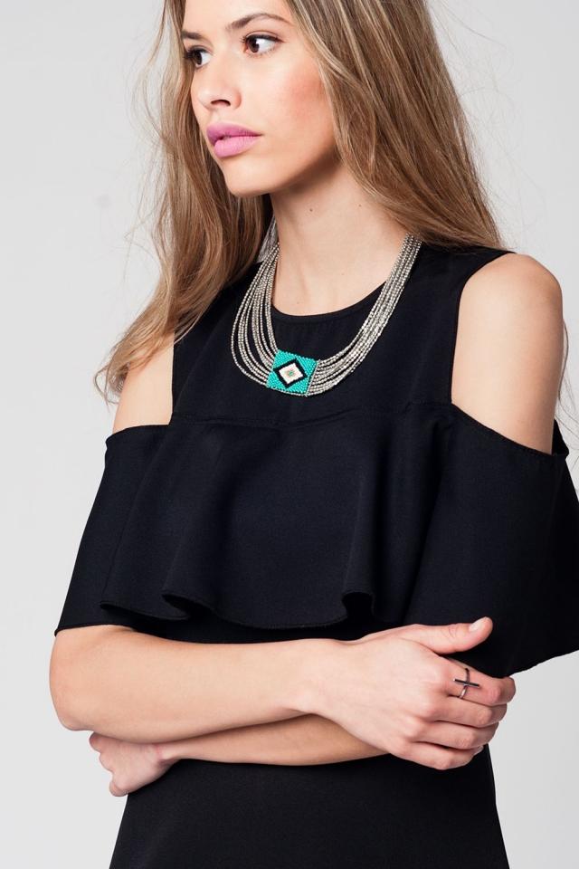 Collar plata con detalle verde y blanco en el centro