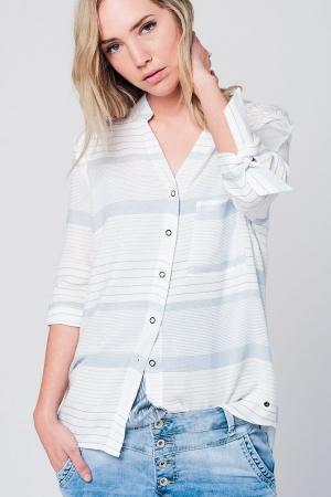 Camisa de rayas azul con lazada en la manga