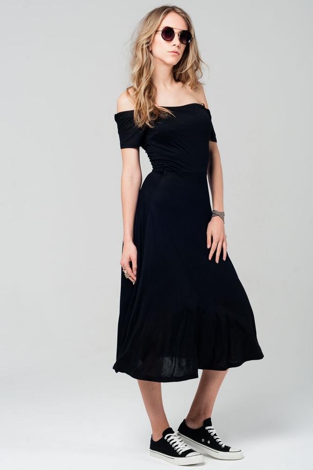 Vestido midi negro con hombros al descubierto