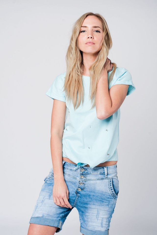 Camiseta azul con detalle de strass