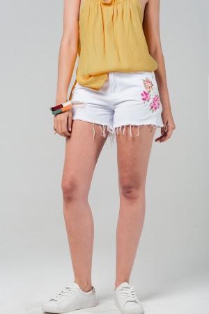 Shorts vaqueros color blanco con flores bordadas