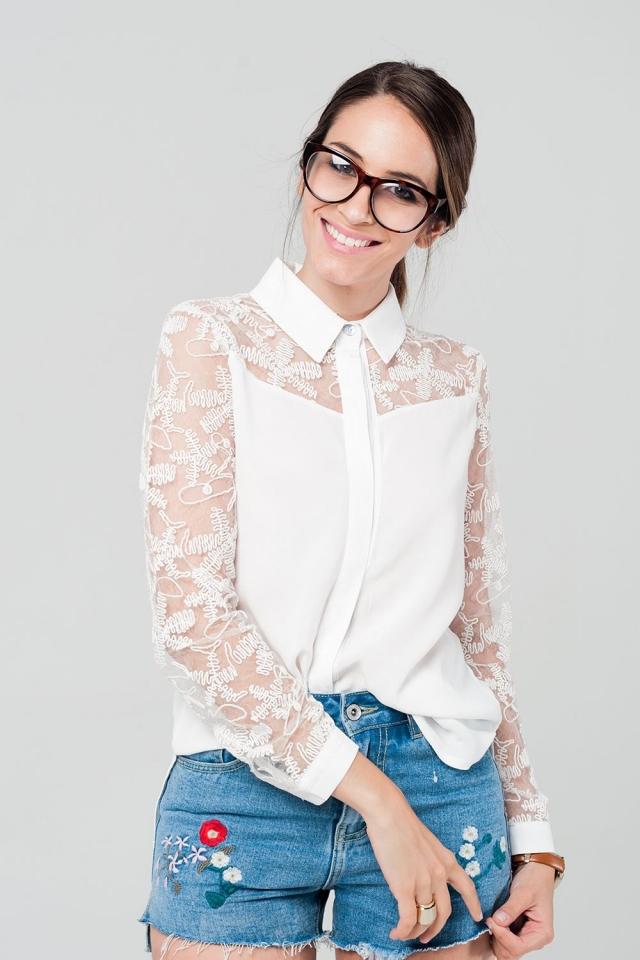 Camisa blanca con detalle de encaje