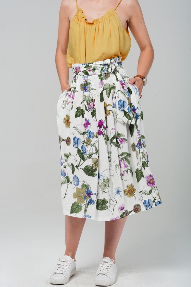 Falda midi con estampado floral en color blanco