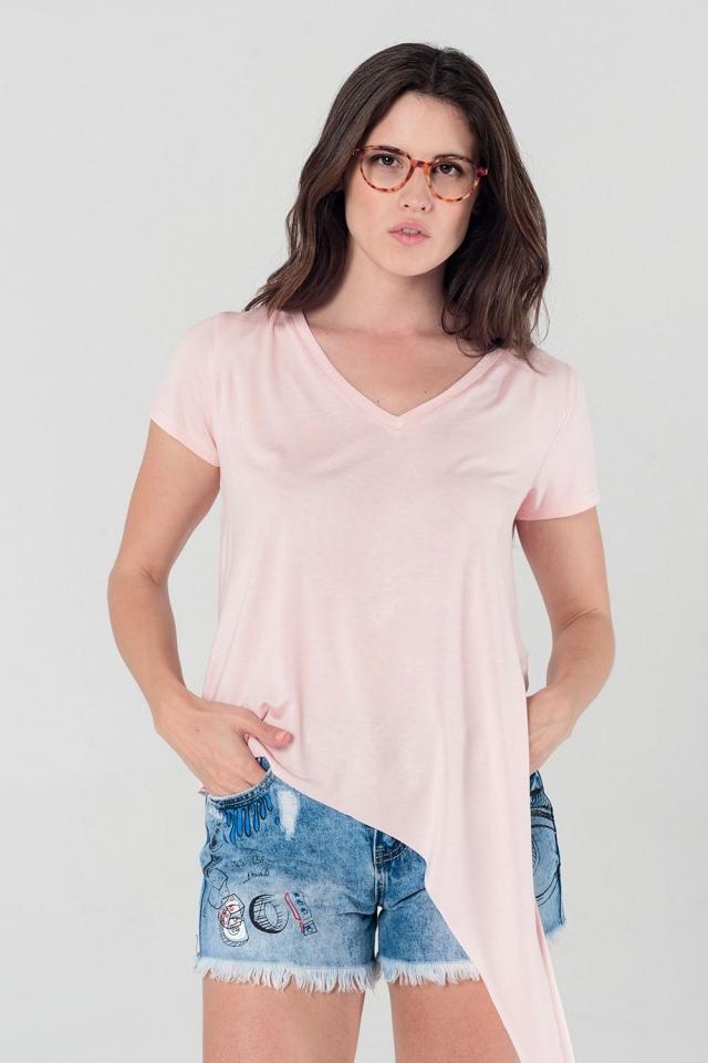 Camiseta asimétrica en color rosa