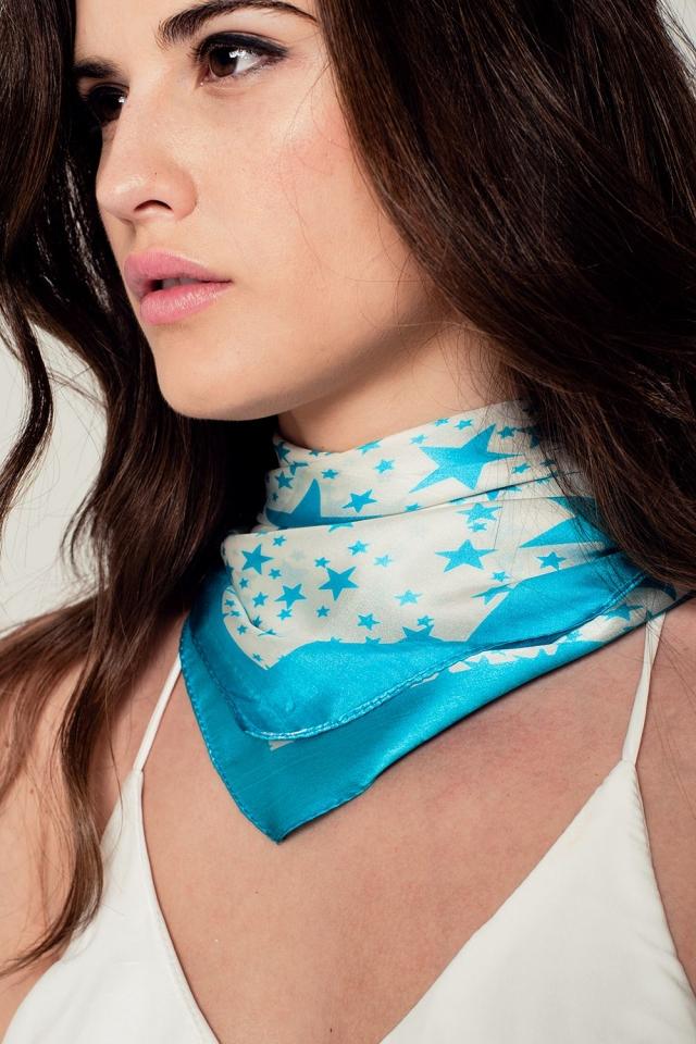 Fular de seda con estampado de estrellas en turquesa