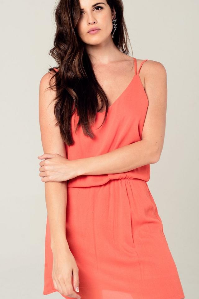 Vestido corto naranja con detalle en la espalda