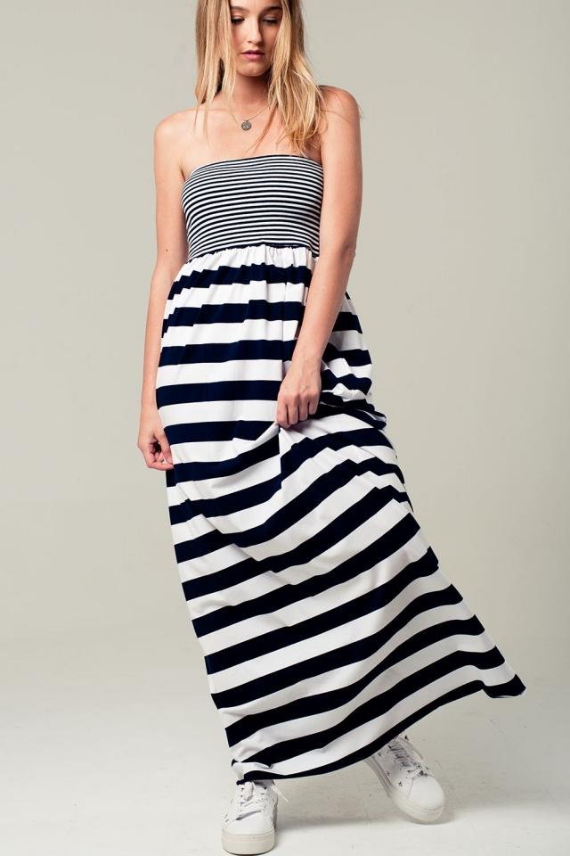 Maxi vestido palabra de honor a rayas en azul marino