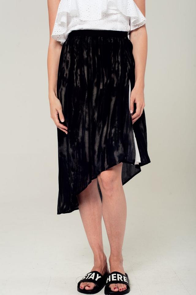 Falda estampada en negro y gris de corte asimétrico