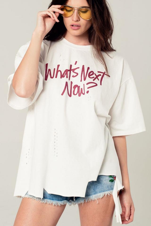 Camiseta oversize en color blanco con detalle de texto
