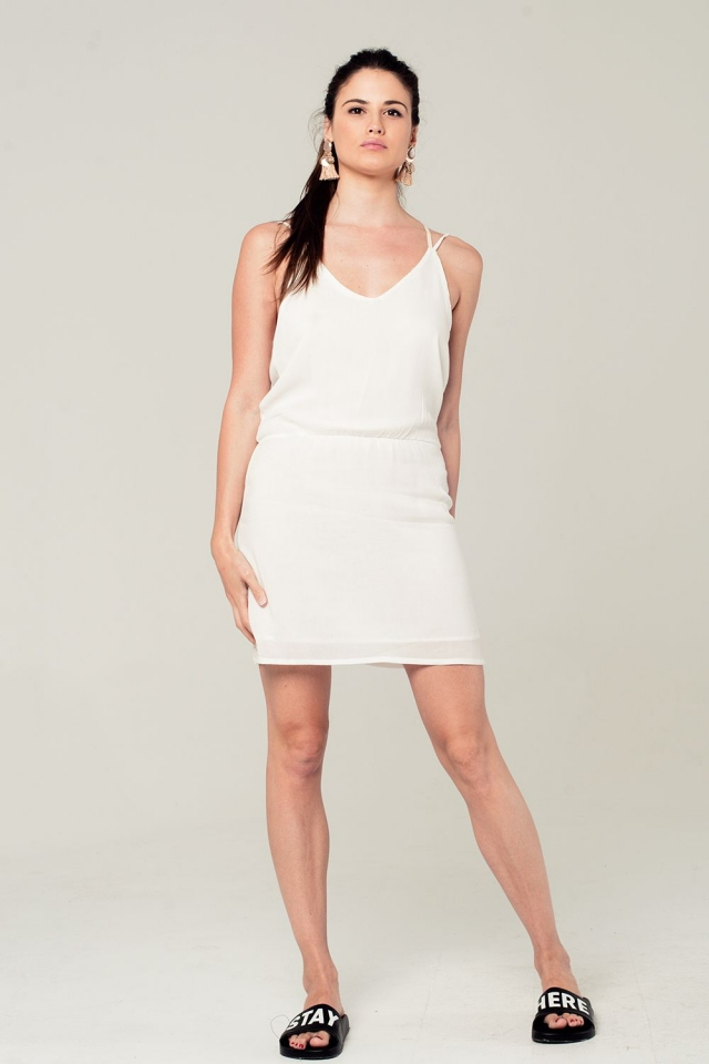 Vestido corto blanco con detalle en la espalda