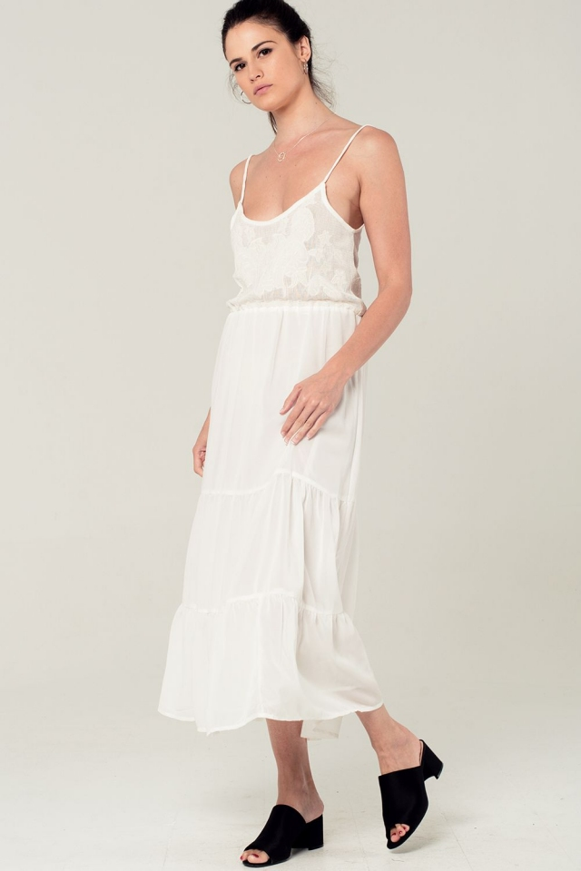 Vestido midi de tirantes con detalle de croché en blanco