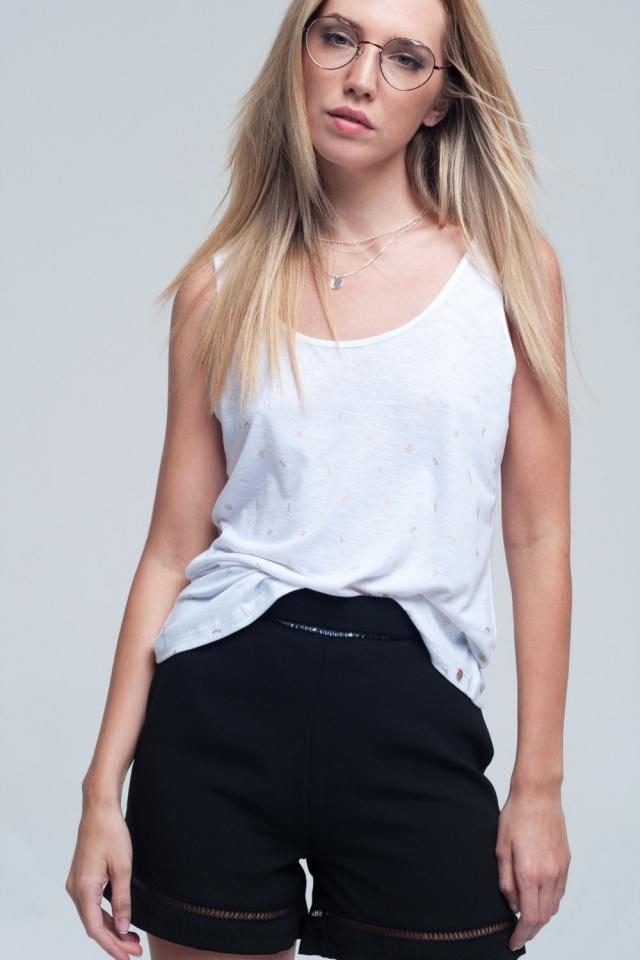 Camiseta blanca sin mangas con detalle de estampado