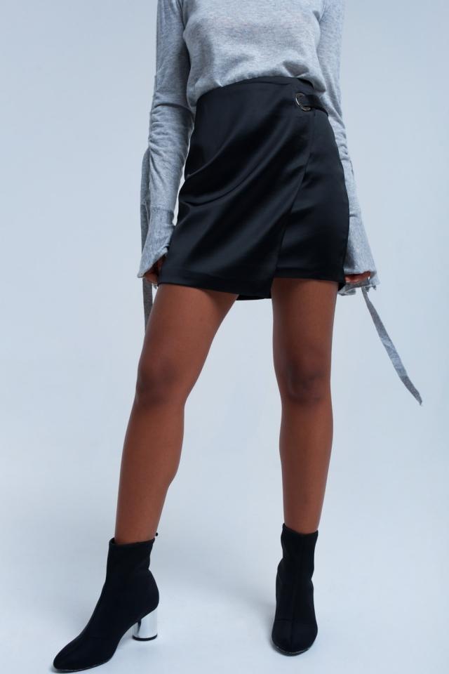 Falda negra con hebilla de plata