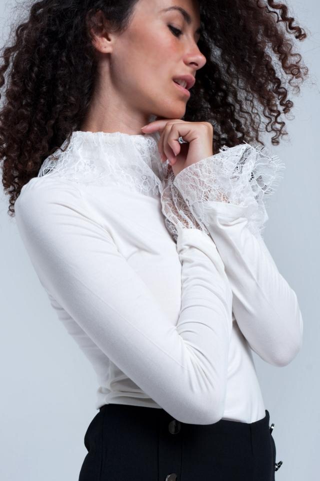 Camisa crema con encaje