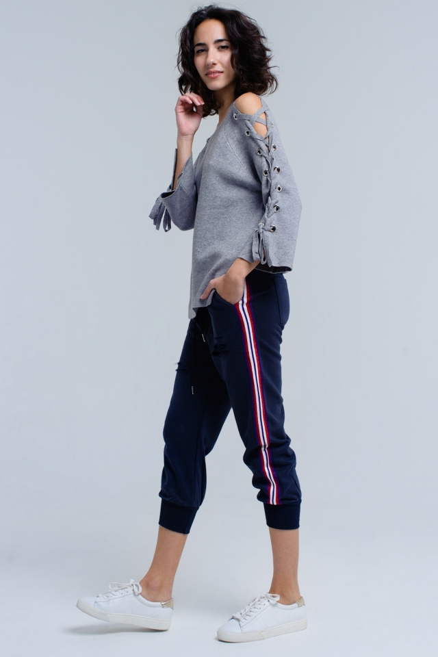 Pantalones azul marino con rasgaduras