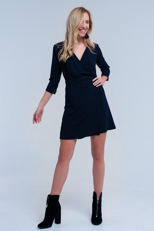 Vestido azul marino cruzado con encaje