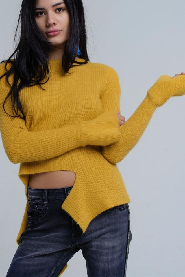 Suéter asimétrico de punto mostaza
