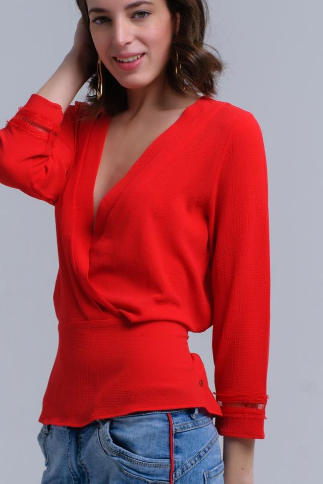 Camisa roja cruzada con cintas