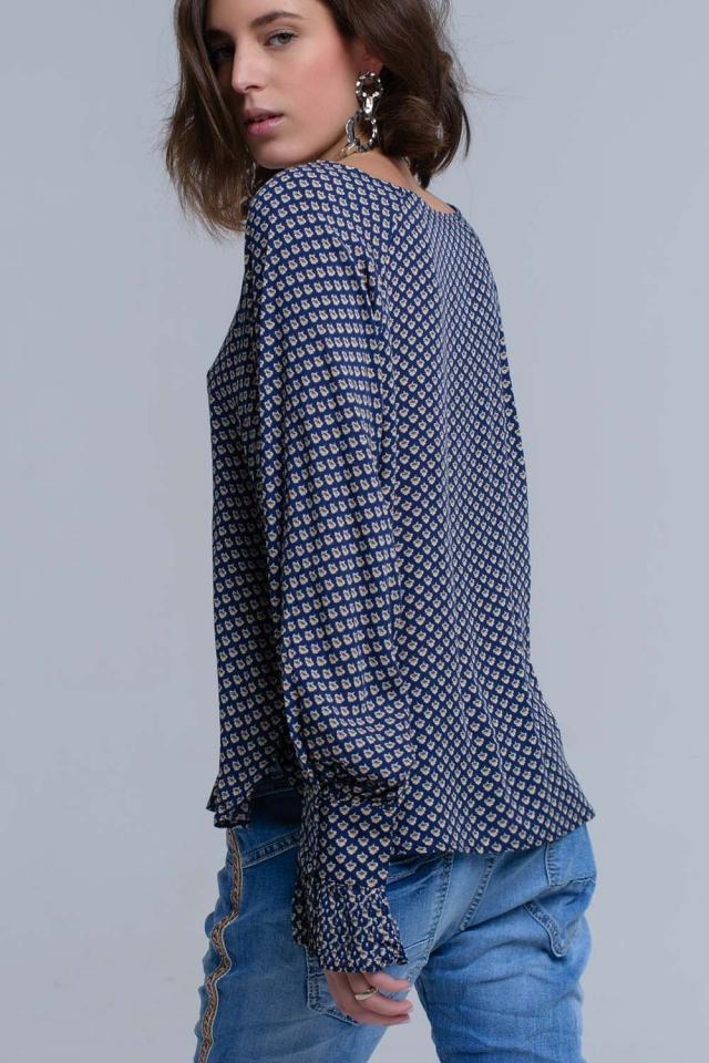 Camisa azul marino estampada con puños con volantes