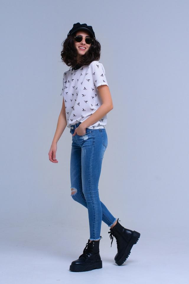 Jeans ajustados con efecto desgastado y flecos