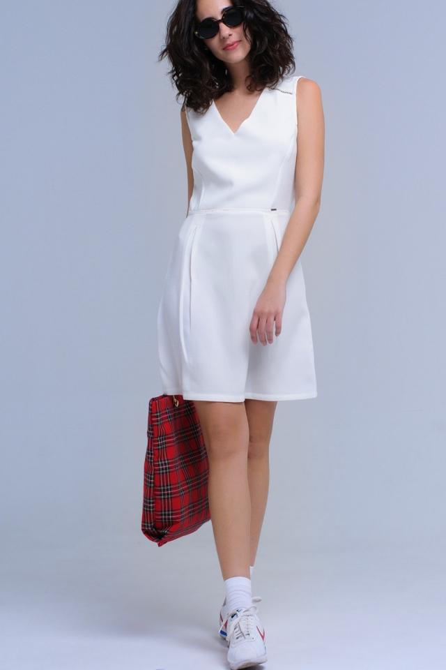 Vestido blanco con detalle de ganchillo y cintas