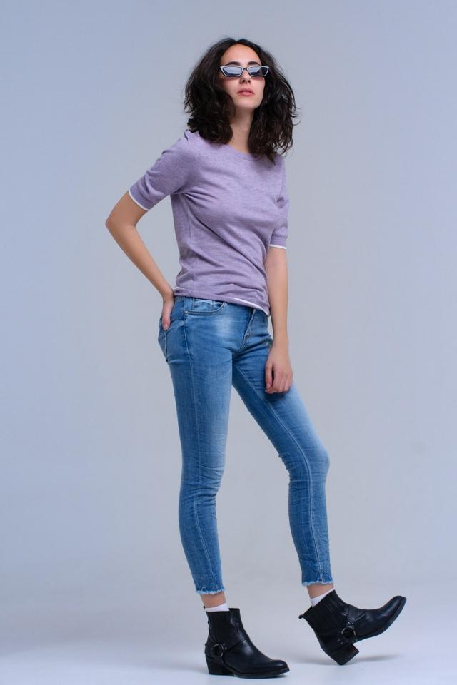 Jeans ajustados con flores bordadas
