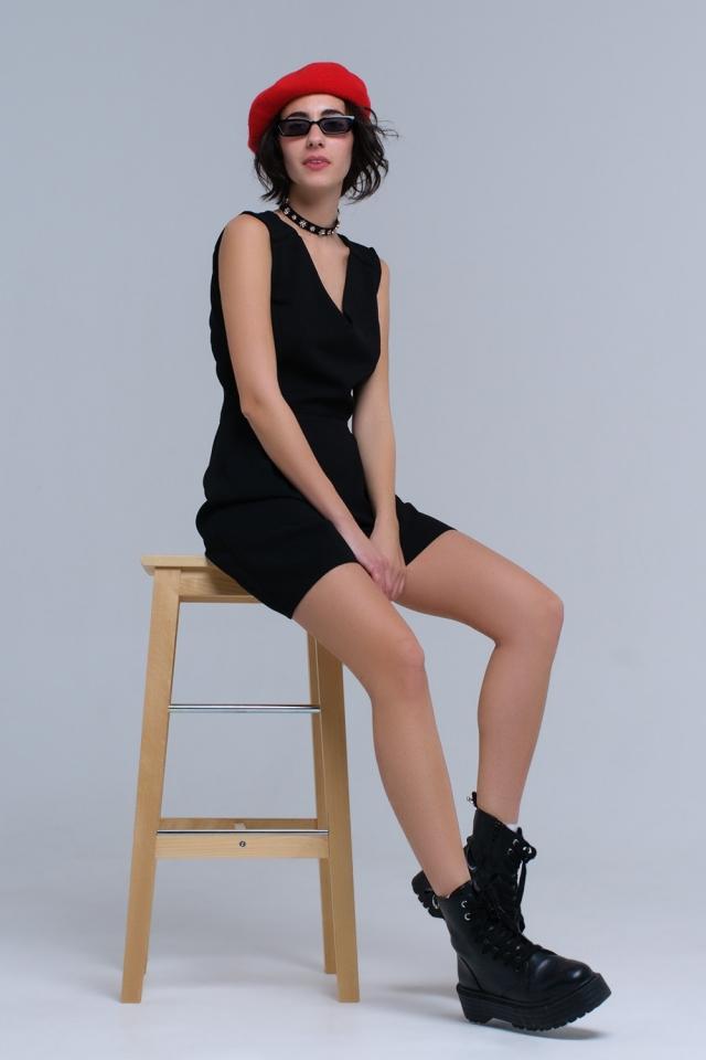 Vestido negro con detalle de ganchillo y cintas