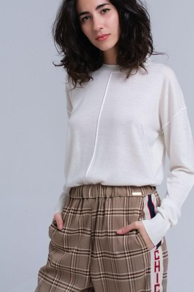 Suéter asimétrico en crema