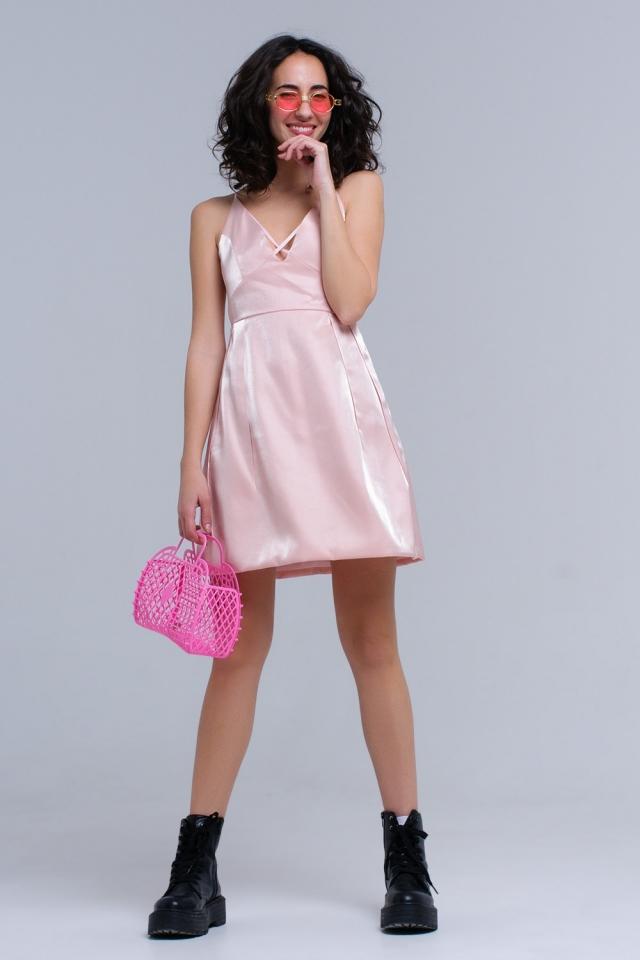 Vestido rosa con cintas cruzadas