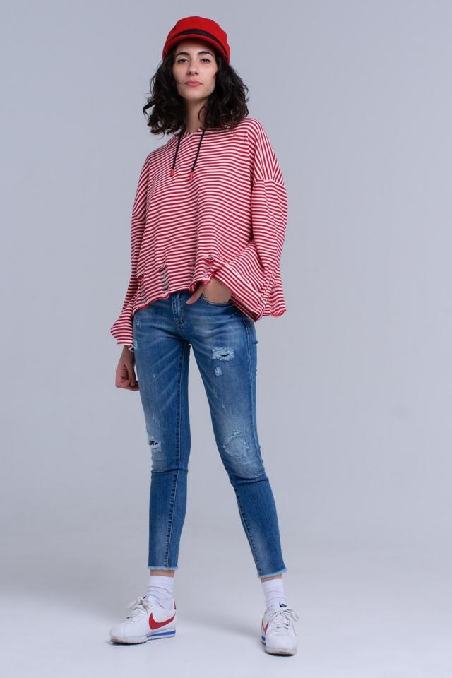 Jeans ajustados y desgastados con flecos