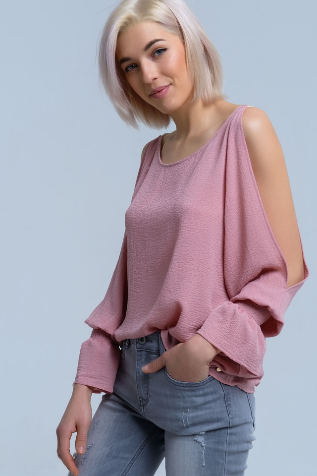 Blusa rosa de manga larga con hombros descubiertos