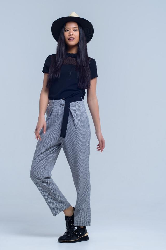 Pantalones negros en tela piqué con detalle de hebilla