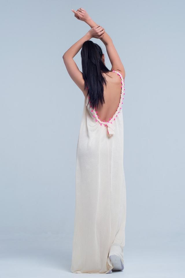 Vestido largo beige con detalle de pompón