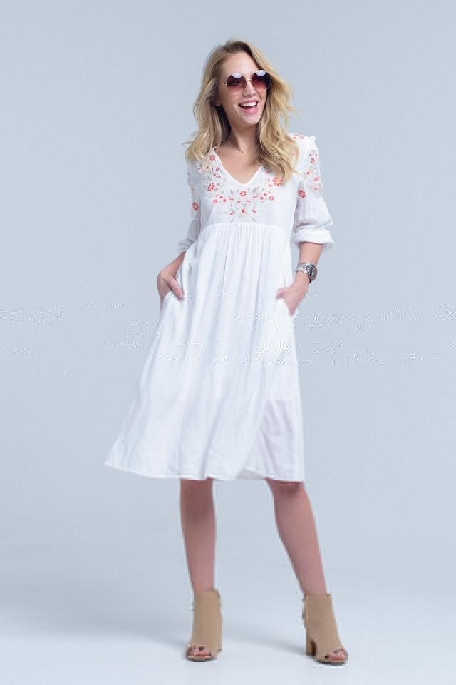 Vestido estilo túnica blanco con flores bordadas