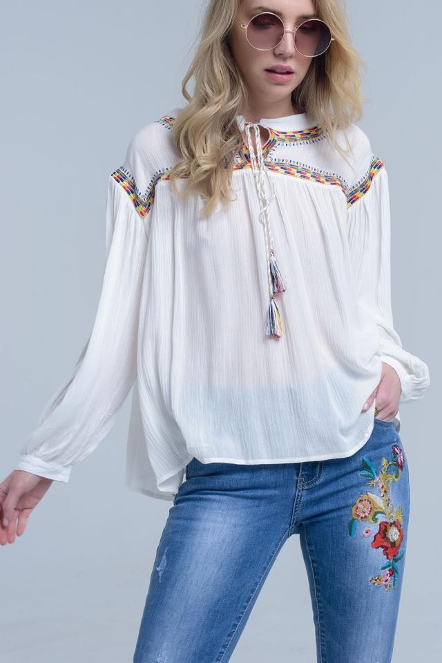 Blusa crema con bordados